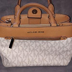 NWT Michael Kors Hailee Handbag